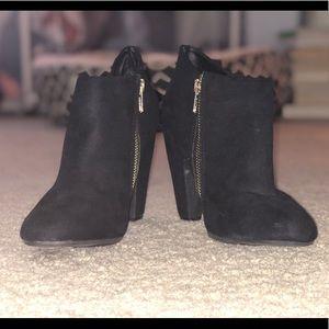 Black booties 🖤